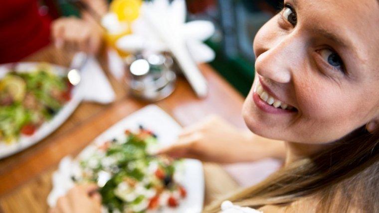 Całe życie na diecie? Krzątam się, gotuje i TYJĘ… i tak mi dobrze. Dieta 80/20, na czym to polega?