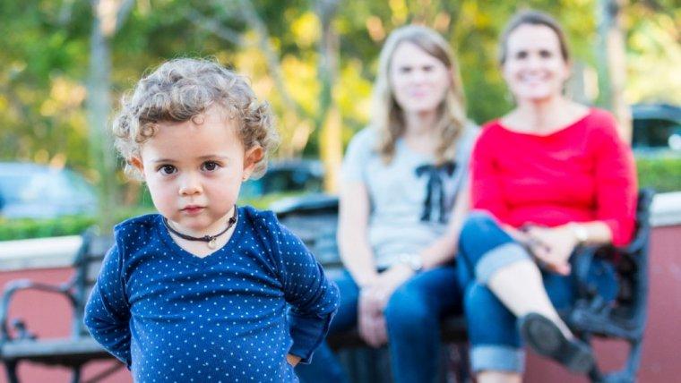 Spotyka się z kimś, kto ma po drodze dziecko