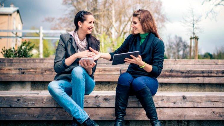 6 rzeczy, na które warto zwrócić uwagę, gdy kogoś poznajemy. To one budują pierwsze wrażenie
