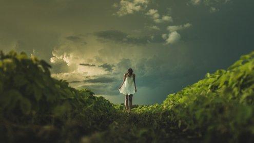 Dopiero wtedy ogarnia nas przerażenie, gdy sobie uświadamiamy, że szmat życia przeżyliśmy nie żyjąc wcale
