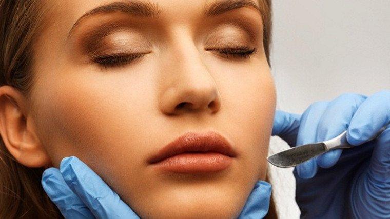 """""""Golenie"""" twarzy skalpelem? Dermaplaning, czyli nowa alternatywa głębokich peelingów"""