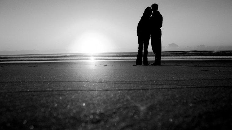 Nie boli, nie złości, jest prosta. Dojrzała miłość. Czy trzeba czekać z nią do czterdziestki?