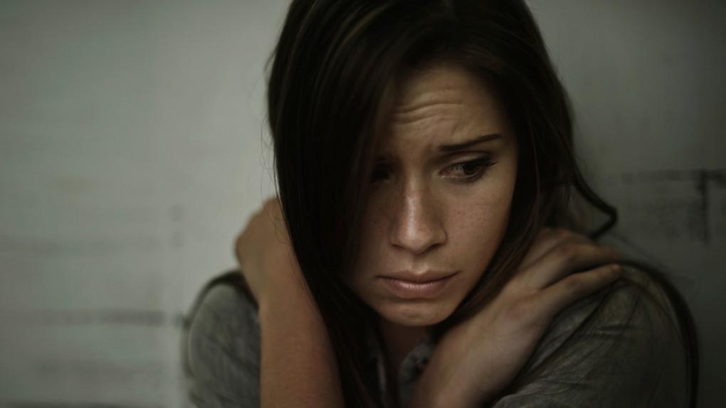 Siniaki na duszy, rany w psychice. Jak rozpoznać przemoc psychiczną?