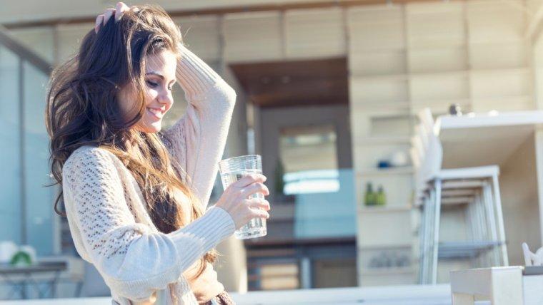 Co się stanie, jeśli rano będziesz pić wodę na pusty żołądek? Kilka bardzo dobrych i zaskakujących rzeczy!
