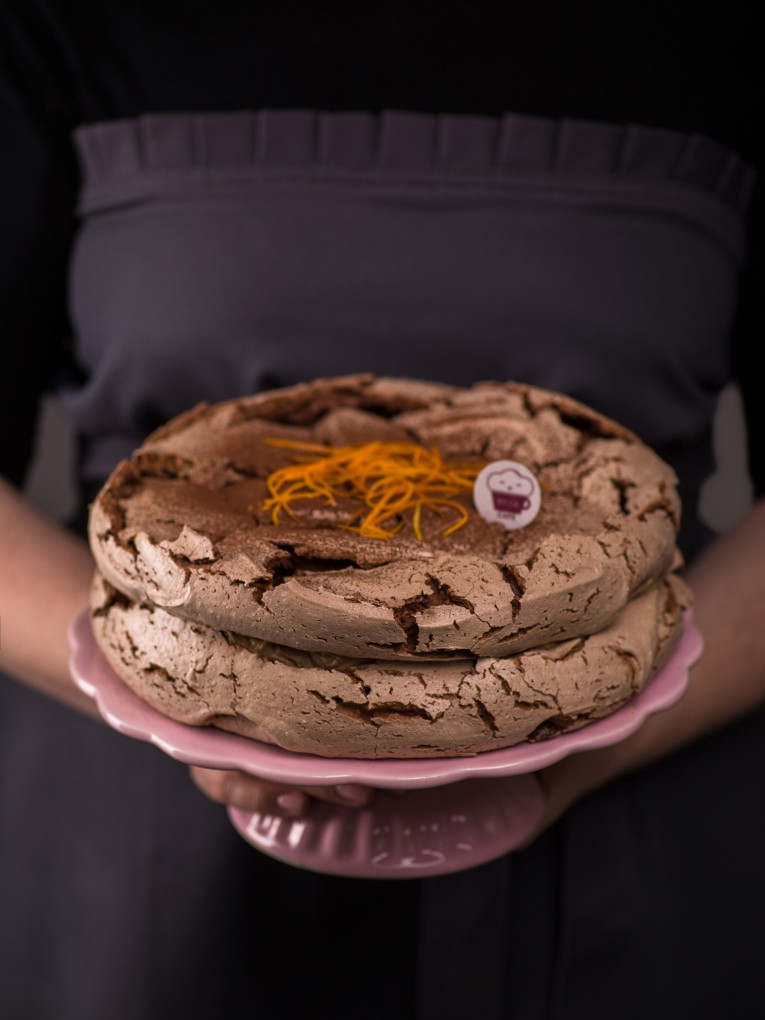 czekoladowy-tort-bezowy-z-kremem-kawowym-4