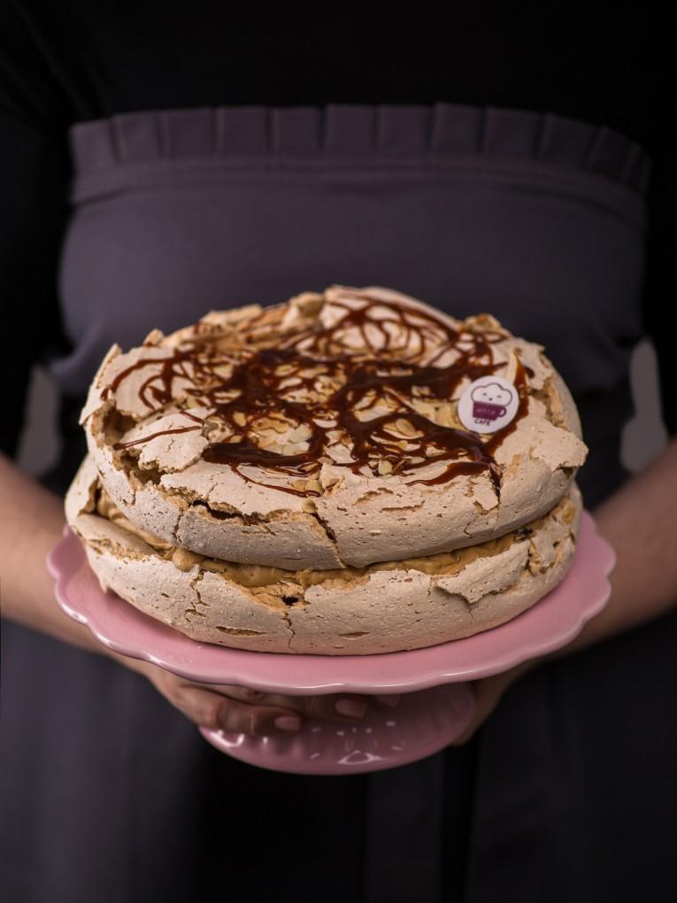kawowy-tort-bezowy-z-kremem-toffi-4