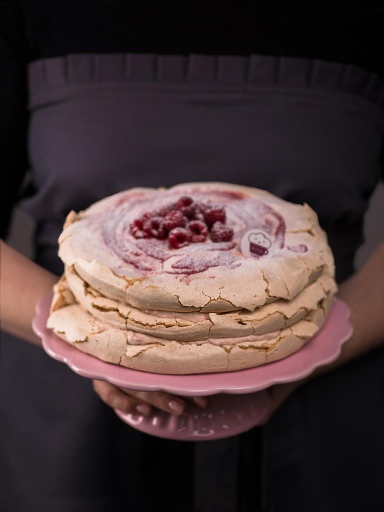 tort-bezowy-z-rabarbarem-4