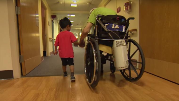 Przedszkolaki w domu opieki dla seniorów