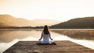 10 codziennych mantr, które zmienią twoje życie na lepsze. Ostatecznie, stajesz się tym, co wielokrotnie powtarzasz