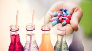Leki bez recepty, których nigdy nie powinieneś mieszać z alkoholem