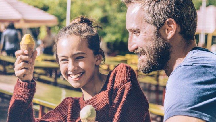 Jaki jest dobry wiek dla twojej córki, aby zacząć się spotykać