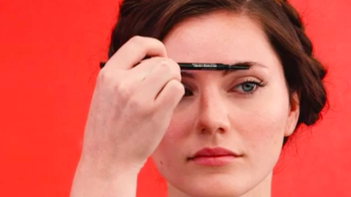Fot. Screen/http://www.health.com/syndication/beauty-eyebrows-makeup