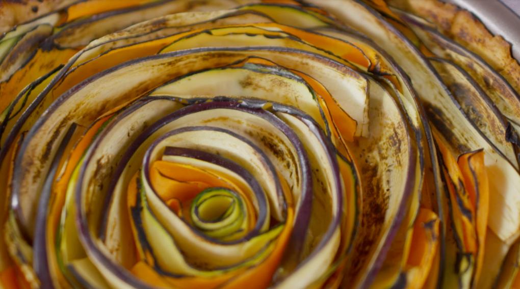 Kolorowa tarta z warzywami Darii Ładochy