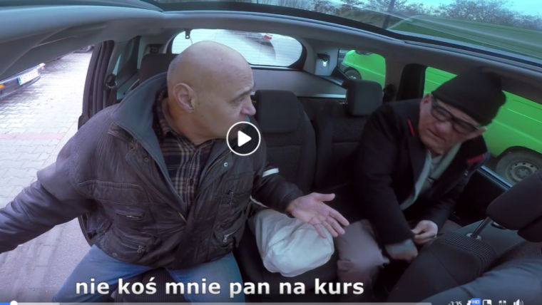 Bezczelny dziadek w taksówce rozdaje prezenty - dobro wraca